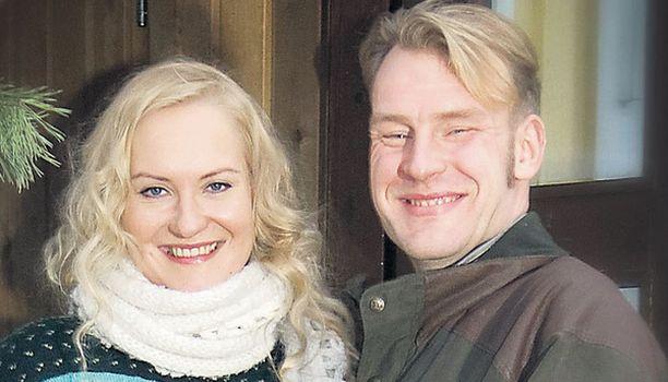PARISKUNTA Toma ja Satu ehtivät nauttia jouluna ajasta kahden kesken.