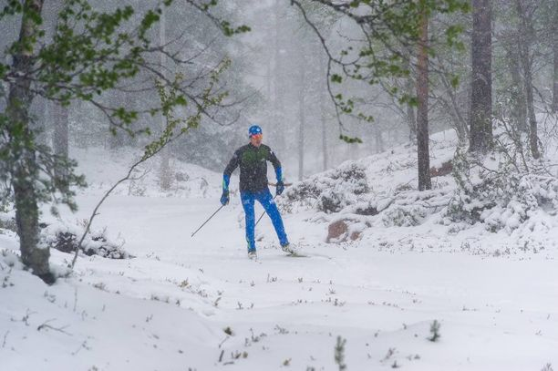 Teemu Haavisto lähti Ylläksen lämpöladulle takatalven koitettua Lapissa.