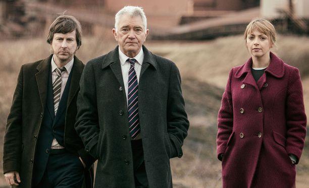 John Bacchus ja Rachel Coles ovat tottuneet George Gentlyn isälliseen huolenpitoon.