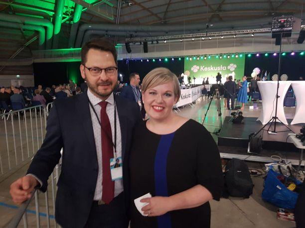 Annika Saarikon aviomies Erkki Papunen työskentelee valtiovarainministeriössä juristina ja valmistelee kunta- ja aluehallinto-osastolla sote-uudistusta.