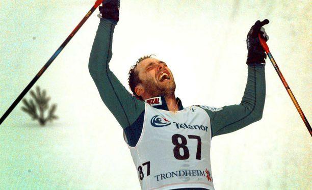 - Loistava hiihto, aivan kerta kaikkiaan uskomaton hiihto, hehkutti kilpailua televisioon selostanut Bror-Erik Wallenius.
