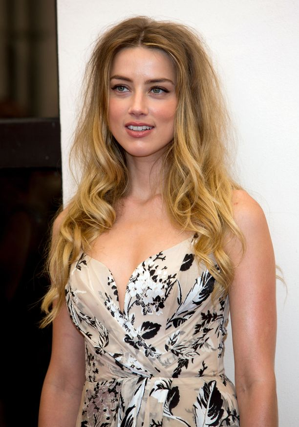 33-vuotias Amber Heard aloitti näyttelijänuransa elokuvassa Friday Night Lights.
