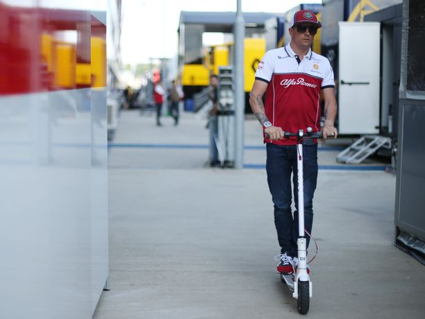 Kimi Räikkönen ei innostunut spekuloimaan etukäteen, minkälainen vaikutus rengastaktiikoilla on sunnuntaina ajettavaan Britannian GP:hen.