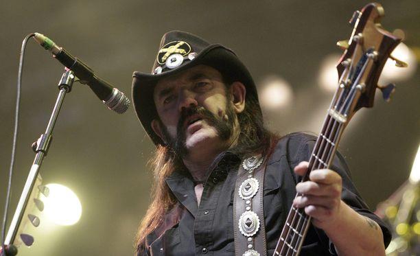 Motörheadin keulakuva Lemmy Kilmister kuuli vasta tapaninpäivänä, että sairastaa syöpää.