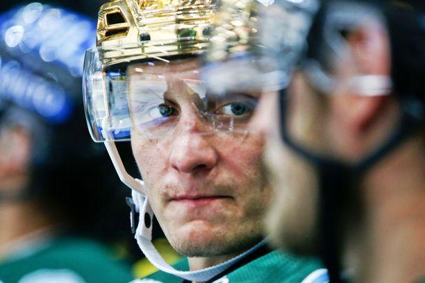 Joonas Vihko toimi kaudella 2015-16 Ilveksen kapteenina ja sai kauden aikana kantaa kultakypärääkin.