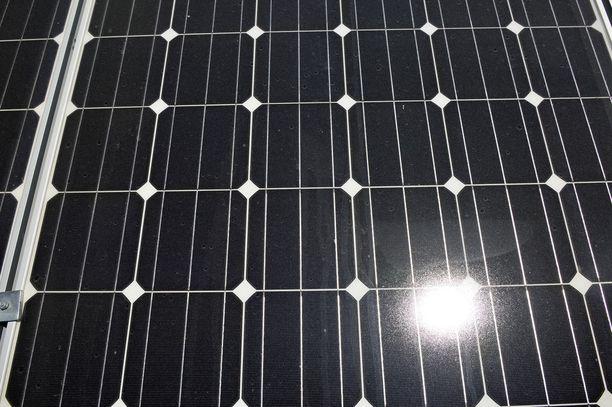 Nurmon tuotantolaitoksen alueelle on tarkoitus asentaa yli 24 000 aurinkopaneelia.