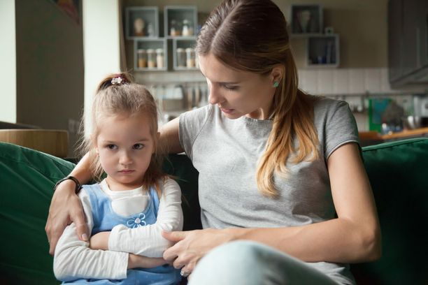 Keskustelutilanteesta kannattaa tehdä rauhallinen ja antaa lapselle tilaa ja aikaa kysymyksille.