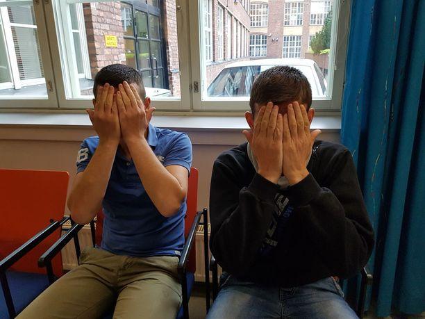 Kaksi miestä tuomittiin lähes kahden vuoden vankeusrangaistuksiin miljonäärin lesken ryöstöstä ja kotirauhan rikkomisesta Tampereella.