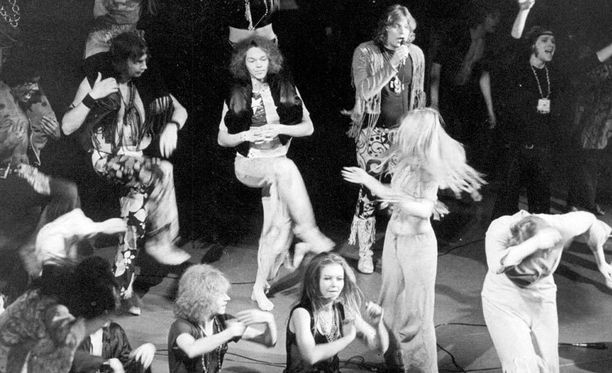 Aila Heikkilä lauloi vuonna 1969 ensi-iltansa Tampereella saaneen Hair-musikaalin yhden päärooleista.