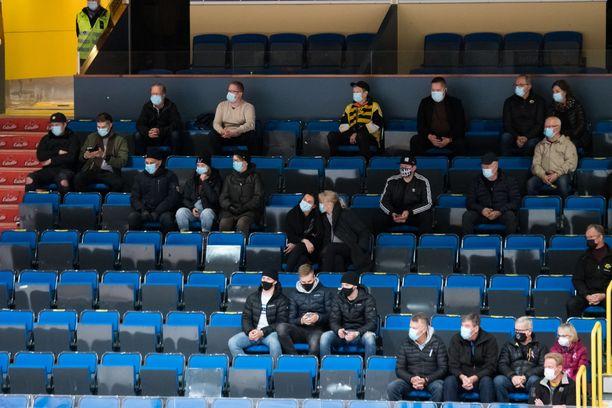 Etelä-Suomen yleisötapahtumissa ei perjantaista lähtien riitä enää turvavälien mahdollistaminen, vaan sisätilojen yleisötapahtumissa yleisö pitää jakaa 25 ihmisen lohkoihin. Arkistokuva.