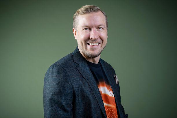 Niklas Hagman iloitsee uudesta pestistään D-Playlla ja tv-kanava TV5:lla nähtävien maajoukkueotteluiden asiantuntijana.