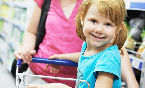 Reissu lähikauppaankin saattaa olla suulaan lapsen kanssa jännitysnäytelmä.