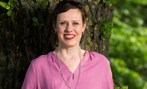 Lääketieteen rinnalla rakkaus, läheisten tuki on syöpäpotilaalle kullanarvoista, Maarit Feldt-Ranta sanoo.