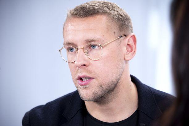Andrei Koivumäki jättää paperityöt suosiolla muille henkilöille.