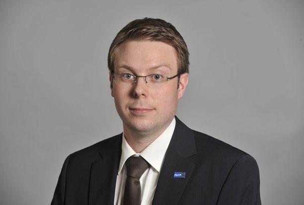 Vesa-Matti Saarakkala ei vielä osaa sanoa, mihin ryhmään hän perussuomalaista lähtisi.