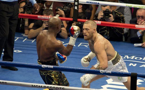 Conor McGregor ja Floyd Mayweather junior kohtasivat nyrkkeilykehässä elokuussa 2017.