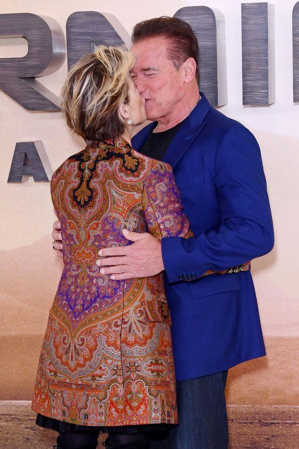 Linda Hamilton ja Arnold Schwarzenegger: yllättävä suudelma.