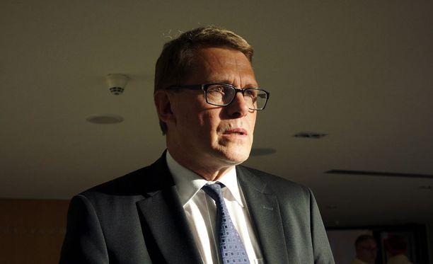 Matti Vanhanen haluaa Suomeen enemmän paikallisia joustoja.