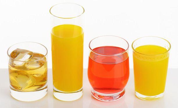 Limuissa ja mehuissa voi olla paljon sokeria.
