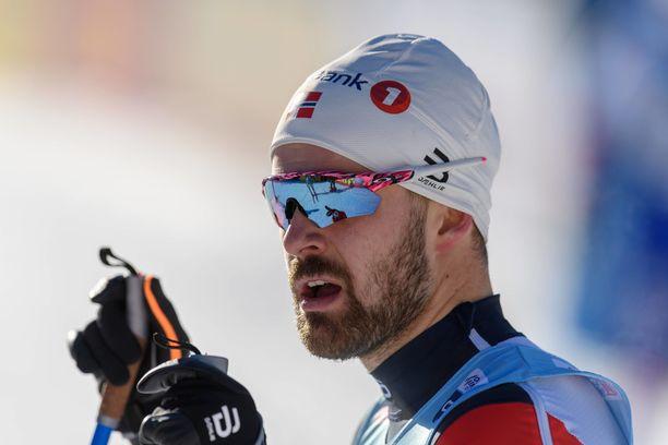 Norjalaishiihtäjä Sondre Turvoll Fossli sai sydänkohtauksen kesken automatkan.