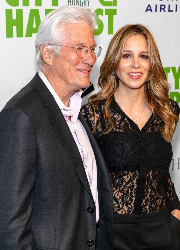 Richard Gere ja hänen vaimonsa Alejandra Silva saivat perheenlisäystä.
