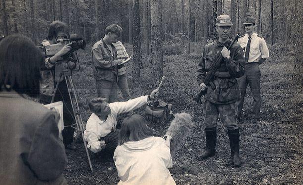 Ruokolahden leijonaa etsivät Suomessa sekä metsästäjät, viranomaiset että media kesä-heinäkuussa 1992.
