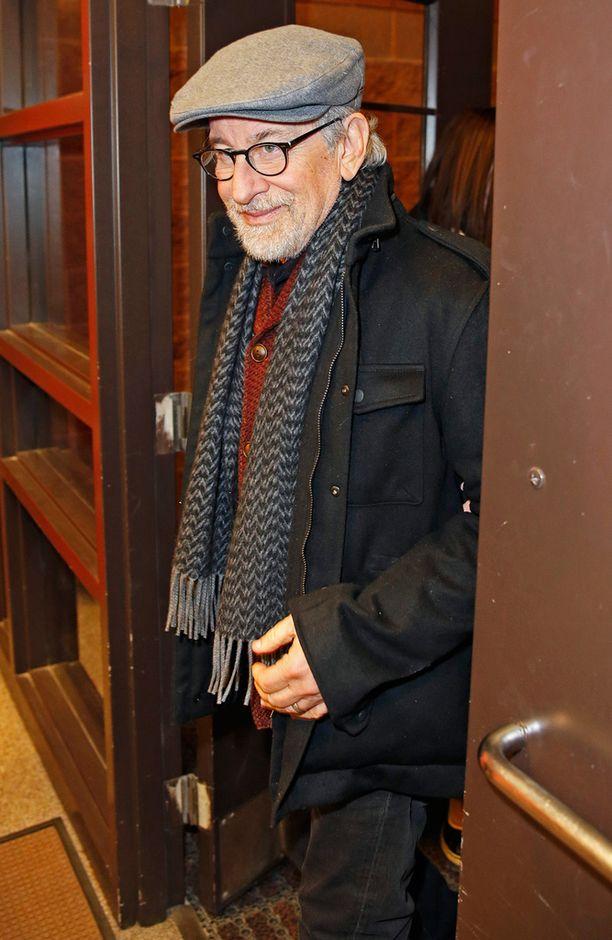 Ohjaaja Steven Spielberg toivoo ihmisten tulevan elokuvateattereihin katsomaan sellaisiakin elokuvia, joiden aiheesta he eivät tiedä mitään etukäteen.