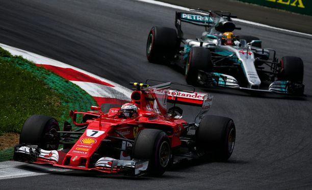 Kimi Räikkönen valitteli huonoa rengasbalanssia.