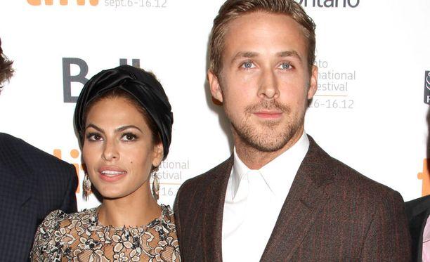 Eva Mendes tuli mustasukkaiseksi Ryan Goslingin exän soitosta.