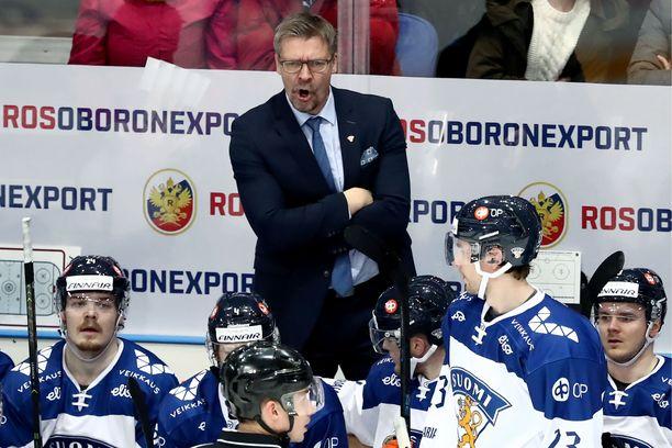 Päävalmentaja Jukka Jalonen johtaa Leijonien peliä EHT-turnauksessa.