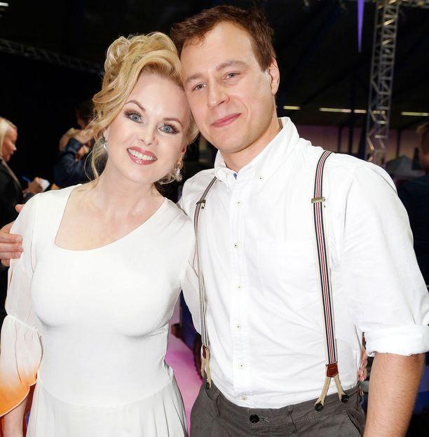 Helena Lindgrenin suhde taitoluistelija Tommi Piiroisen kanssa alkoi Dancing on Ice -kilpailun myötä.