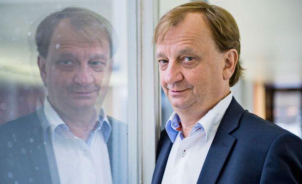 Hjallis Harkimo pitää SM-liigan ja sen seurojen jo yli viisi vuotta kestänyttä kiukuttelua lapsellisena.