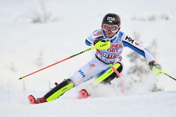 Riikka Honkanen pokkasi toisen mitalinsa nuorten MM-kisojen suurpujottelusta. Arkistokuva Levin maailmancupista marraskuulta.