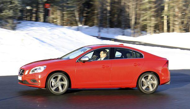 NAUTINTOVÄLINE Kaikkien aikojen urheilullisimman Volvon perusväri on syntisen punainen.