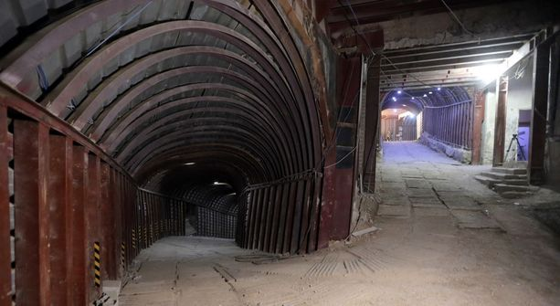 Maanalaisia tunneleita Doumassa. Kapinalliset pitivät kaupunkia hallussaan kuuden vuoden ajan.