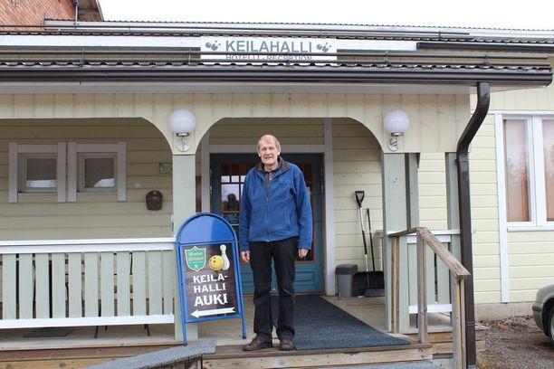Osmo Muhonen sai sydänkohtauksen Karstulan keilahallissa tammikuussa. Keilakaverit pelastivat Osmon hengen defibrilaattorilla.