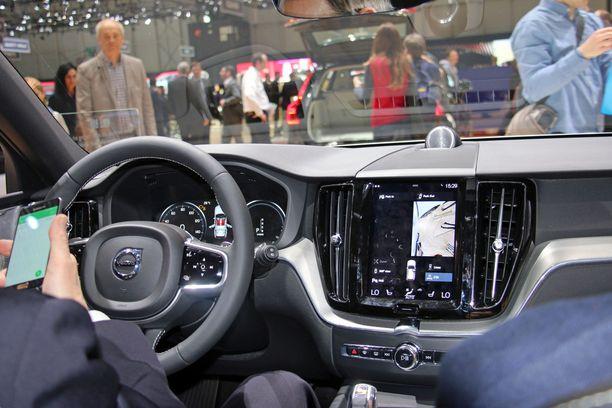 Ohjaamon ilme on samantapainen kuin muissakin isoissa Volvoissa.