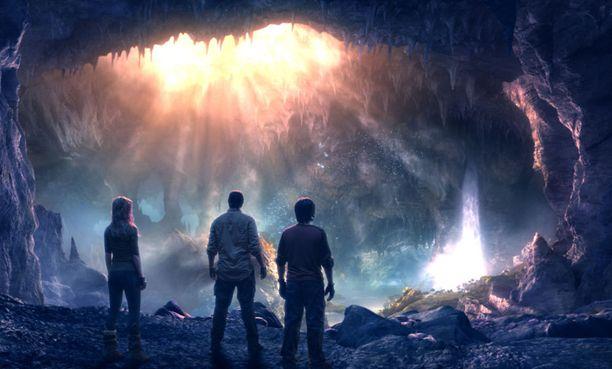 Nelosen lisäksi iltayhdeksän elokuva on suosittu ohjelmnapaikka myös pienemmillä kanavilla, kuten TV5:lla ja Foxilla. Kuvassa Nelosella nähtävä Matka maan keskipisteeseen.