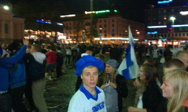Turun Kauppatorille kokoontui runsaasti juhlijoita.