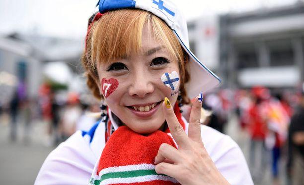 Go, Kimi! Räikkösellä riitti kannustusta Japanin GP:ssä.