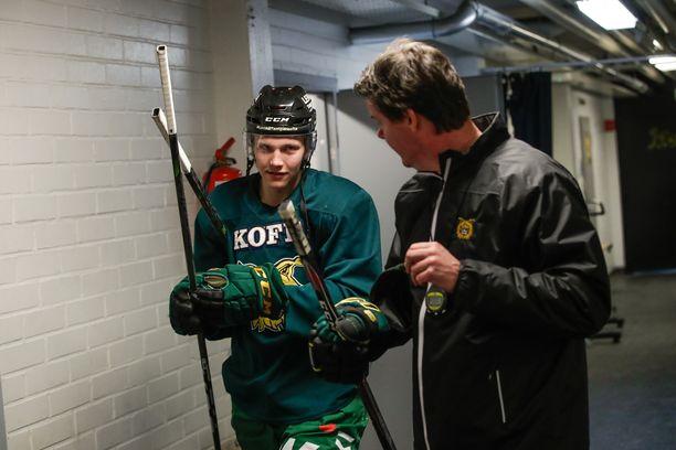 Oskari Laaksonen on Ilves-luotsi Karri Kiven mukaan energiapilleri. Hän syötti yhden maalin MM-finaalissa.