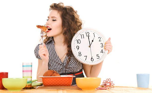 Mittaukset osoittavat, että kolme ateriaa syöneillä naisilla oli merkittävästi vähemmän rasvaa veressään.
