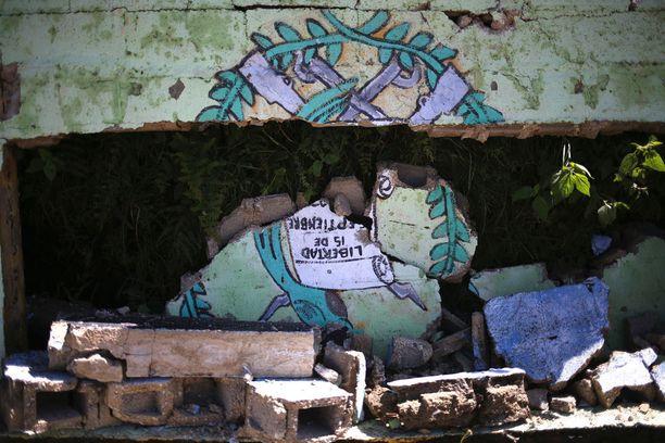 Maa järisi myös Guatemalassa. Tacanan kaupungissa maanjäristys tuhosi koulun seinää.