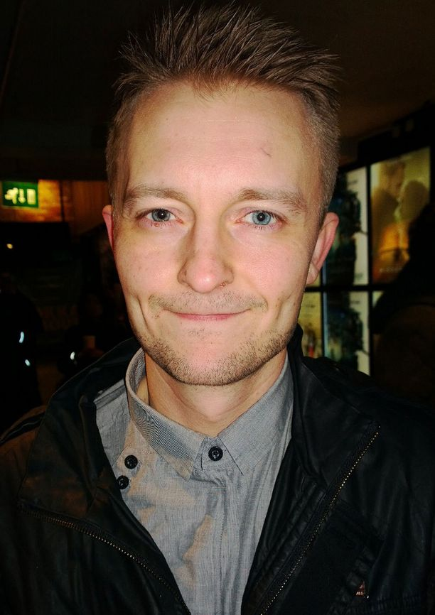 Näyttelijä, ohjaaja Antti Mikkolasta tuli leski 36-vuotiaana, kun hänen vaimonsa Miina Maasola kuoli autokolarin uhrina. Yksihuoltajalle jäi 4- ja 7-vuotiaat lapset.