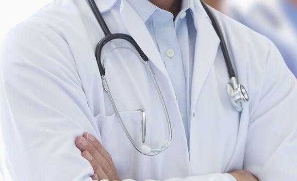 Savon Sanoamt uutisoi, että sairaanhoitopiirit ovat tiukentaneet suhtautumistaan henkilökunnan osa-aikaiseen työskentelyyn terveydenhoidon yksityisellä puolella. Kuvituskuva.