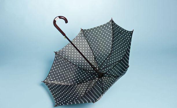 Sateenvarjolle tulee käyttöä sunnuntaina aamun ja aamupäivän aikana.
