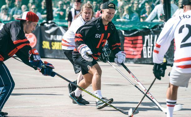 Teemu Pulkkinen pelasi lauantaina Steet Hockey -kiertueen tähdistöottelussa.
