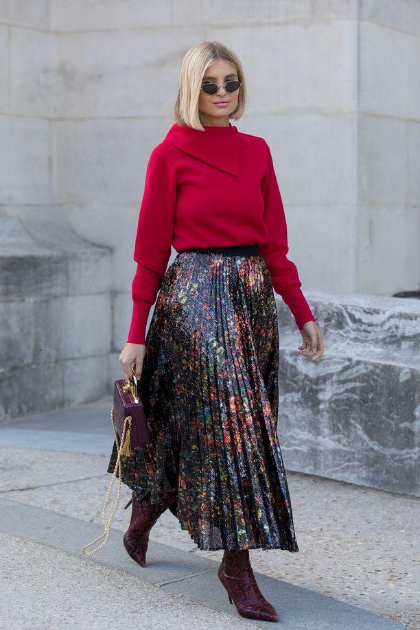 Xenia Adontsin hame näyttää ihanalta neuleen ja sirojen buutsien kanssa.