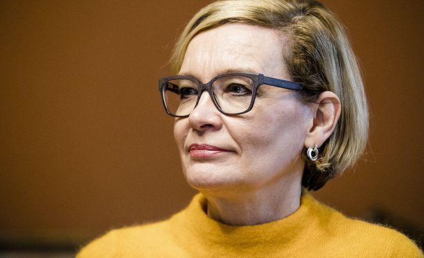 Sisäministeri Paula Risikon mukaan harkitaan myös, pitäisikö laittomasti maahan jääneiden avunanto ja piilottelu tehdä rangaistavaksi