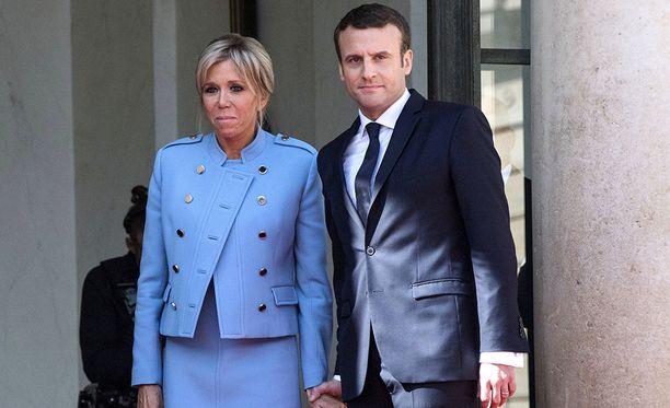 39-vuotiaasta Emmanuel Macronista tuli sunnuntaina Ranskan historian nuorin presidentti. Vierella vaimo Brigitte.